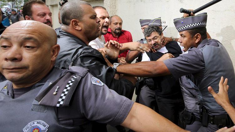 Altercado delante de la casa de Lula da Silva a raíz de su interrogatorio (video)