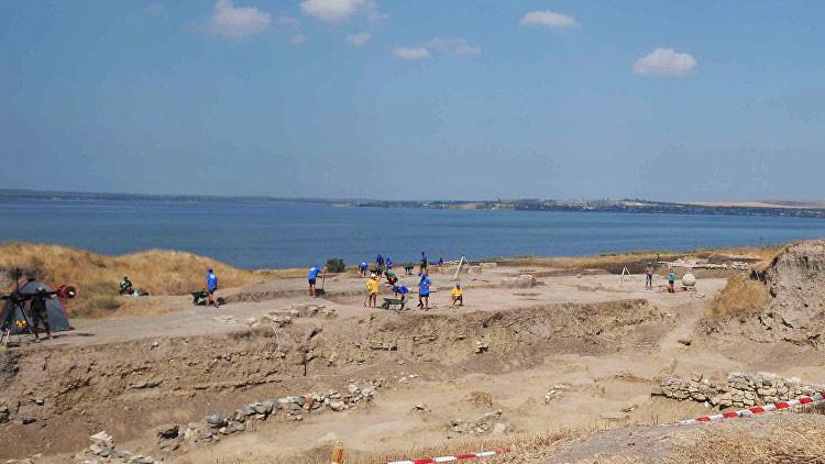 Hallan restos de una civilización antigua durante construcción de puente de energía a Crimea (Video)
