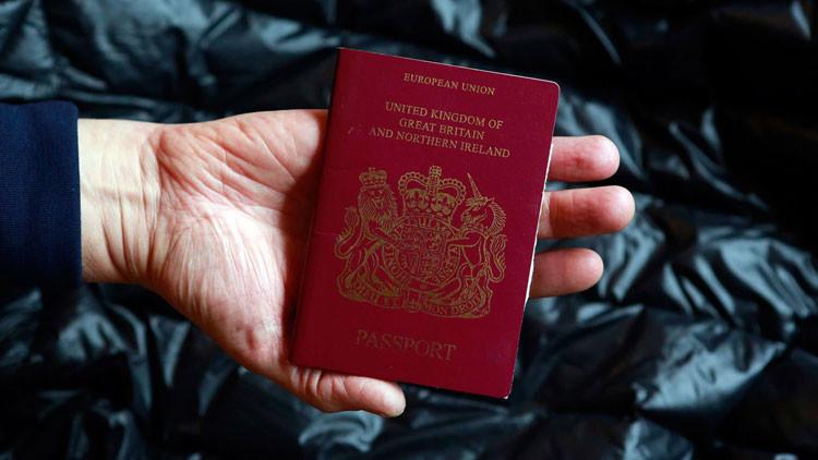 Un británico con barba logra atravesar controles para llegar a Alemania con el pasaporte de su novia