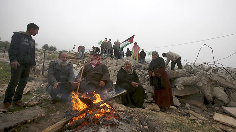"""""""Récord de demoliciones y desplazamientos"""": Israel destruye decenas de hogares palestinos"""