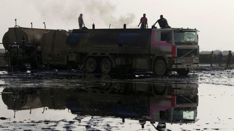 """Petróleo sangriento para Erdogan: dron graba """"trabajo sucio"""" del EI en frontera turco-siria (Video)"""