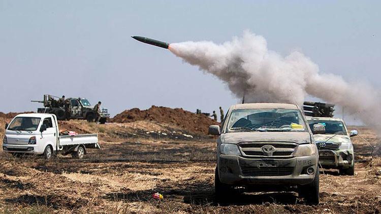 Infernal fuego destruye a terrorista del EI y su coche bomba cerca de la frontera turca (Video)