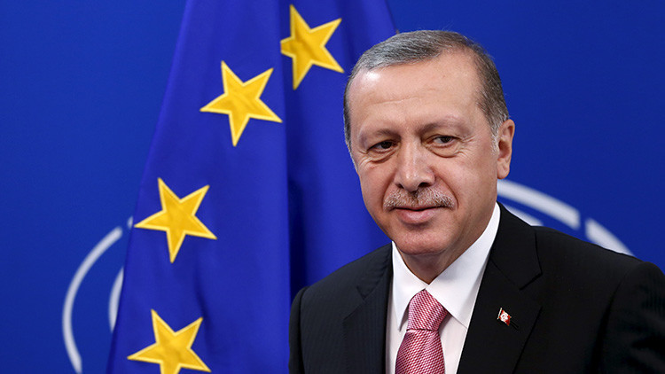 "'The Guardian': ""Es repugnante ver cómo la Unión Europea se arrodilla ante Erdogan"""