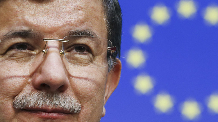 """""""Europa está de rodillas"""": Al sentir el miedo de la UE, Turquía le arranca 6.600 millones de dólares"""
