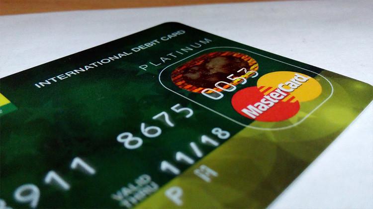 Cómo roban dinero a través de WhatsApp, Tinder, policías 'falsos' o tarjetas SIM