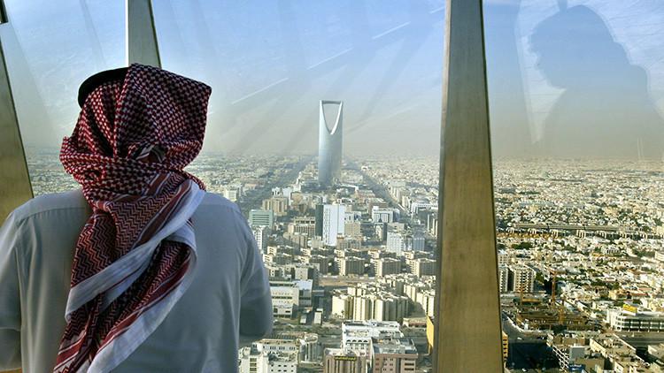Arabia Saudita busca préstamo de miles de millones de dólares para tapar el 'agujero' presupuestario