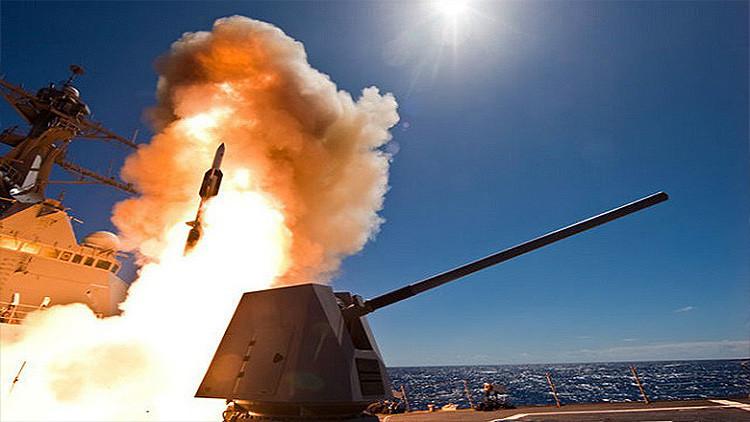 Hacia la 'letalidad distribuida': Un misil de la Armada de EE.UU. destruye una nave de superficie
