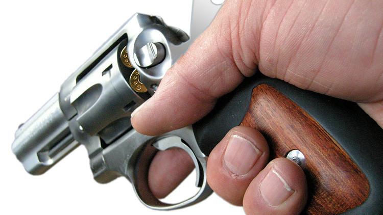 No aprendió la lección: La mujer herida de bala por su hijo de 4 años no reniega de las armas