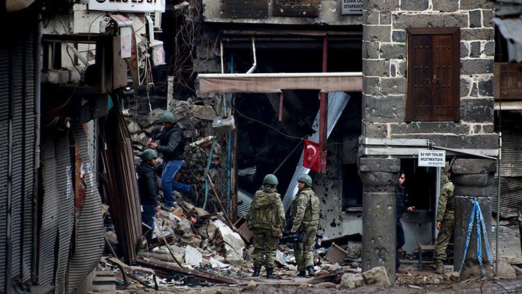 Diyarbakir, la ciudad turca busca a sus muertos y desaparecidos tras la operación del Gobierno