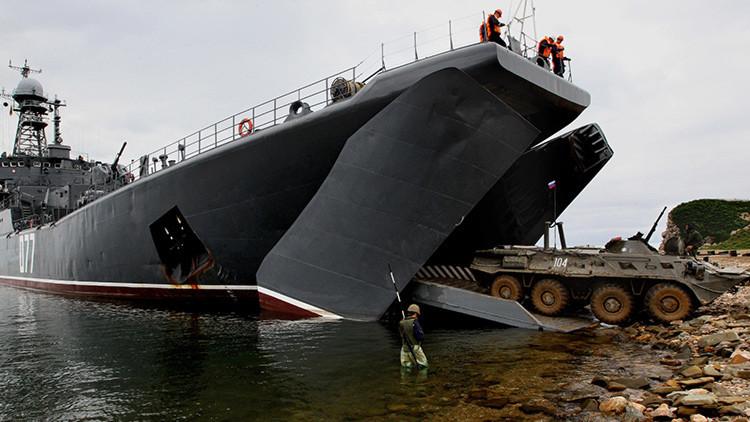 Ataques por mar, aire y costa en ejercicios tácticos en el Oriente Lejano ruso