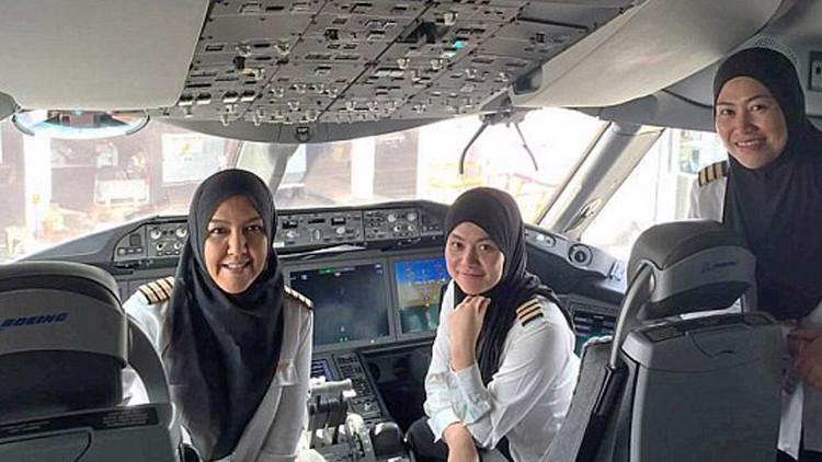 No hay discriminación en el cielo: por primera vez mujeres piloto aterrizan en Arabia Saudita