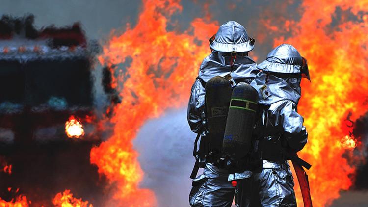 ¿Loco? Deja que los bomberos quemen su mansión de 13 millones de dólares