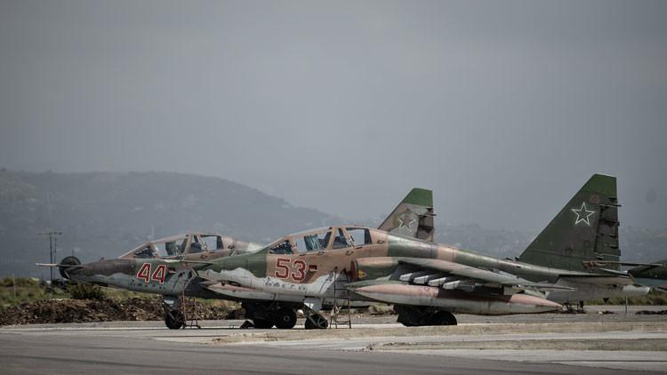 Videos: El segundo grupo de cazas rusos abandona la base siria de Jmeimim