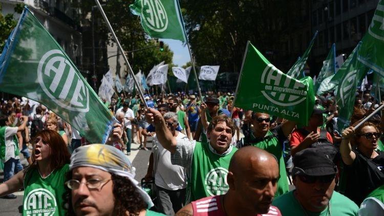 Victoria en la lucha: desempleados argentinos recuperan sus puestos en el Ministerio de Salud