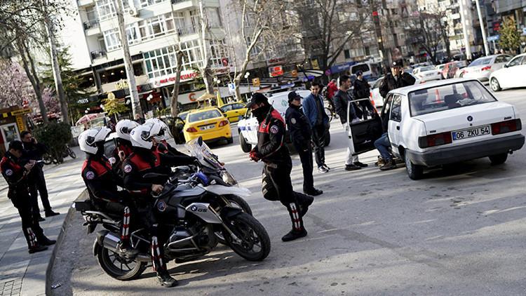 Un policía mata a una agente y a un civil en la capital de Turquía