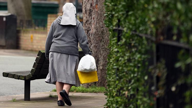 'Con las manos en la masa': una monja de 78 años, sorprendida robando en un supermercado (VIDEO)