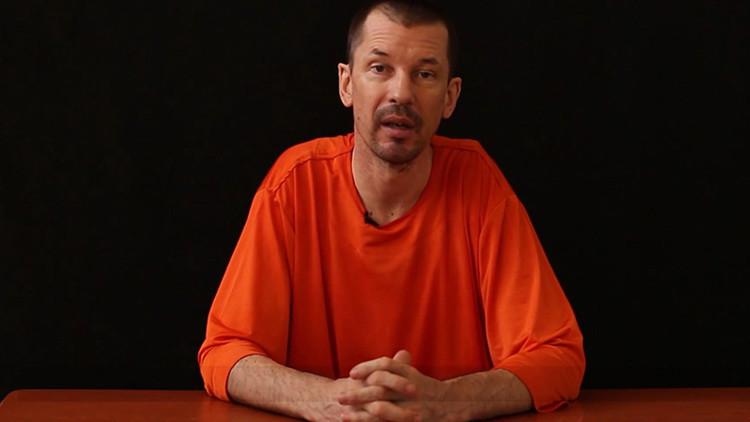 Un periodista británico aparece en un video del EI criticando a EE.UU.