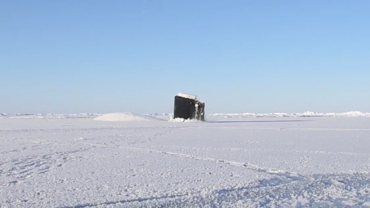 VIDEO: Un submarino de EE.UU. rompe el hielo eterno del Ártico