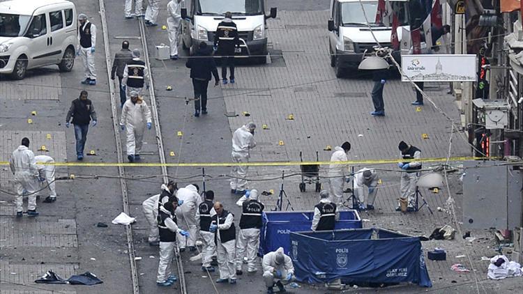 El ministro del Interior turco: El atentado de Estambul está vinculado con el Estado Islámico