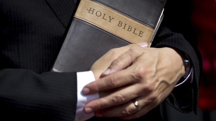 Científicos descubren notas secretas ocultas en una biblia de hace 500 años
