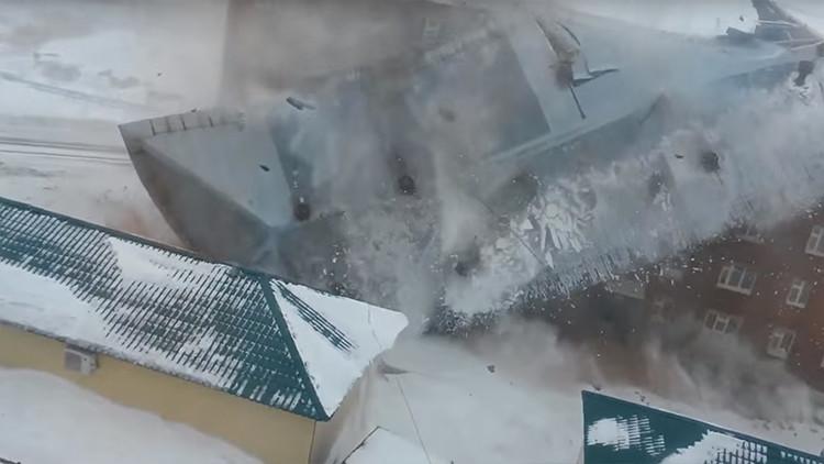 Espeluznante video: Ventarrón arranca el techo de un edificio de cinco pisos