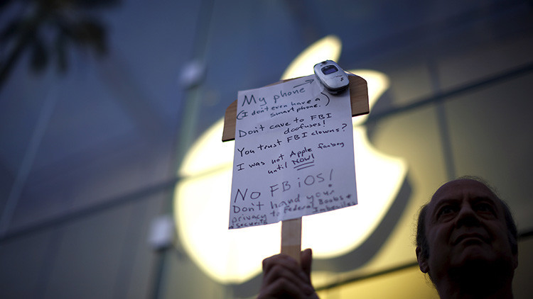 El FBI cree haber encontrado la forma de desbloquear el iPhone del atacante de San Bernardino