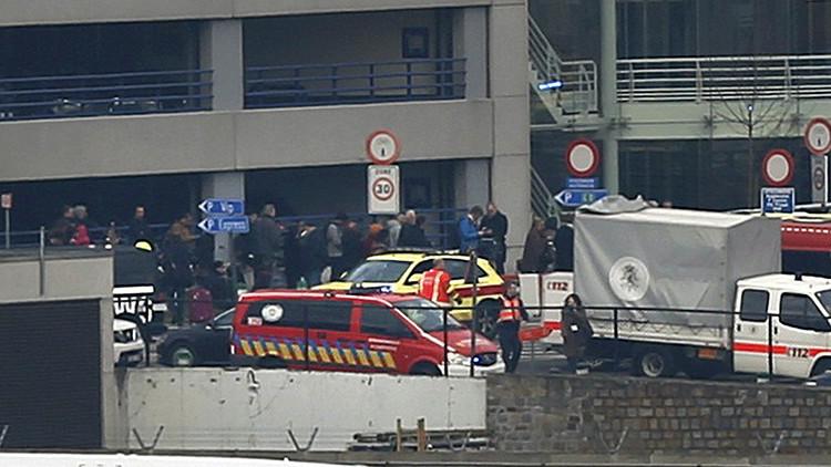Video, fotos: Al menos 13 muertos tras dos potentes explosiones en el aeropuerto de Bruselas