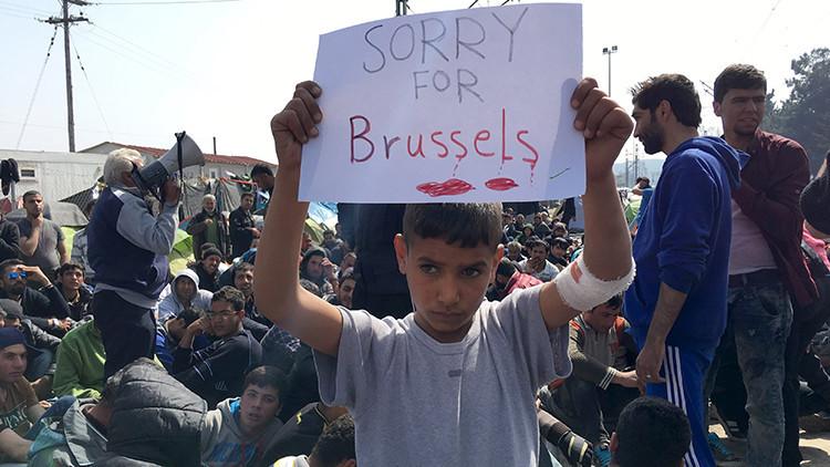 La foto viral de un niño refugiado que expresa su compasión por Bruselas conquista la Red