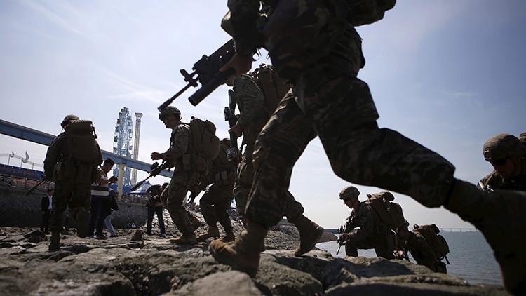 Militares surcoreanos y estadounidenses en Incheon, Corea del Sur. 15 de septiembre de 2015.