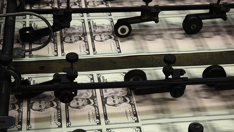 """¿Es """"arrojar dinero desde helicópteros"""" la fórmula mágica para salvar la economía?"""