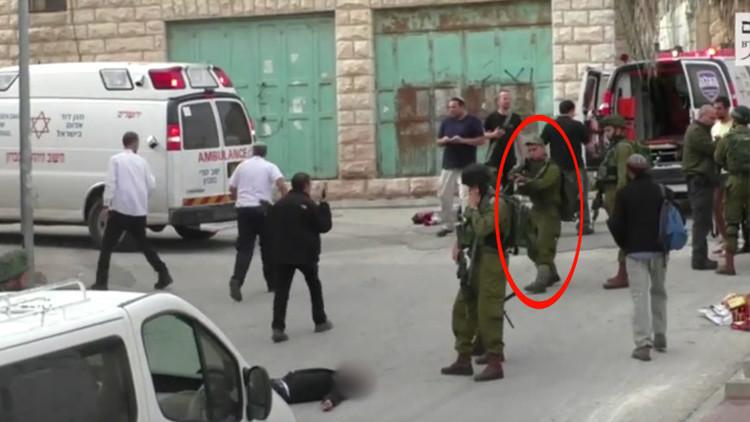 Video: Soldado israelí dispara en la cabeza a un atacante palestino herido