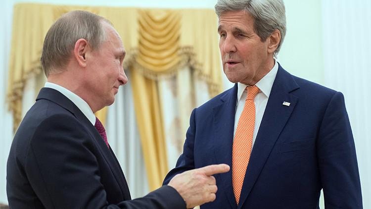 Putin bromea sobre el contenido del maletín de John Kerry