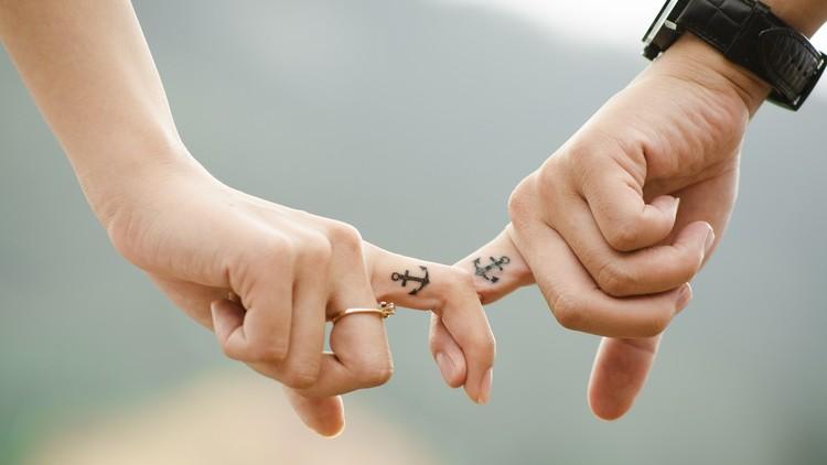 El precio del amor: Cuanto más dinero tiene un hombre, ¿menos atractiva le resulta su pareja?
