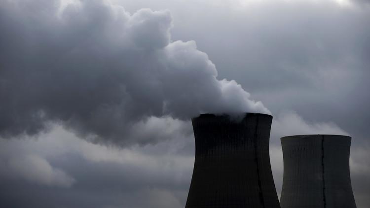 Vapor proveniente de las torres de refrigeración de la central nuclear de Doel, Bélgica, 4 de enero de 2016.
