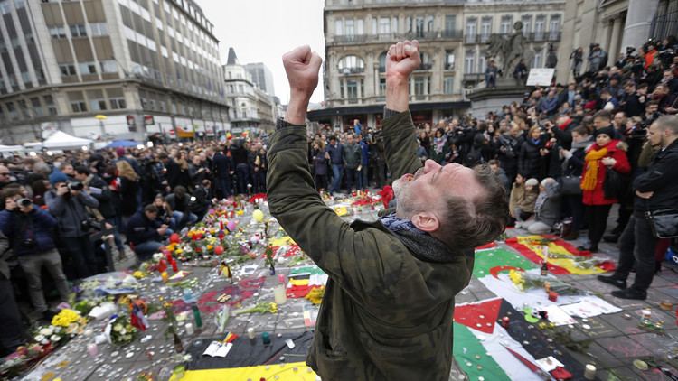 """""""Es solo el comienzo"""": El EI llama a los atentados de Bruselas """"el nuevo 11 de septiembre"""""""