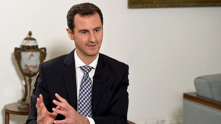 El presidente sirio Bashar al Assad da una entrevista al periódico español 'El País' en Damasco, 20 de febrero de 2016.