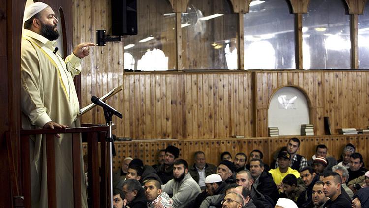 Dinamarca sopesa deportar clérigos islamistas radicales