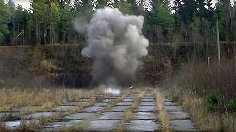 Videos: vehículo ruso a prueba de minas, metrallas de proyectiles de 152 mm y napalm