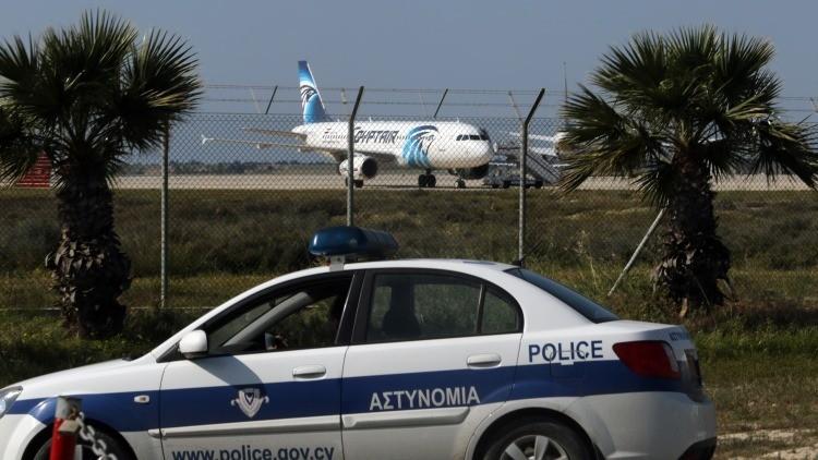MINUTO A MINUTO: Secuestran un avión de EgyptAir con 81 pasajeros a bordo