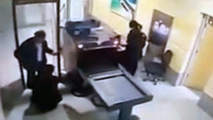 Video: Así revisaron al secuestrador del avión de EgyptAir en el aeropuerto
