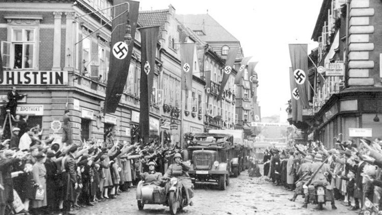 'Pactar con el diablo': Revelan cómo la agencia Associated Press cooperó con Hitler