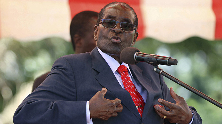 """""""Estoy lleno de fuerza"""": El presidente Mugabe no quiere renunciar a su cargo"""