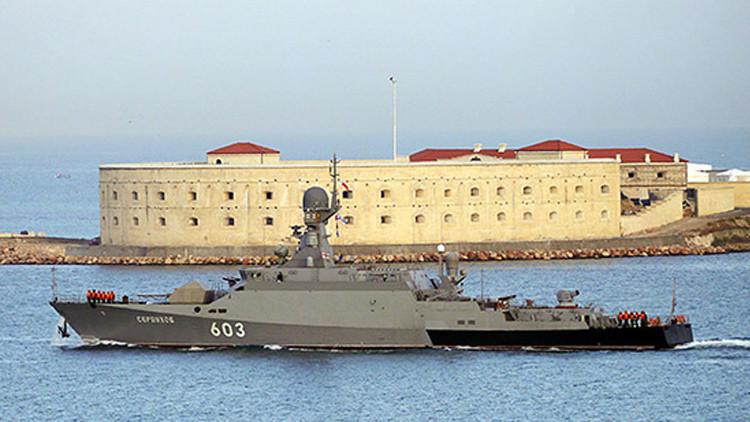Una corbeta rusa dotada con misiles de crucero 'estrenados' en Siria parte al mar Mediterráneo