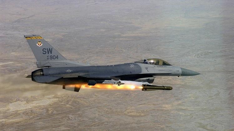 Fin de época: la lenta muerte de los F-16 y F / A-18