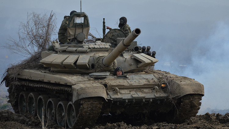 Un carro de combate T-72B3 durante un tiro real