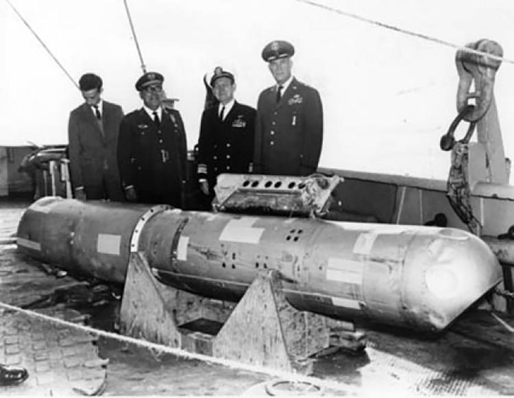 Una de las bombas nucleares halladas en mar.