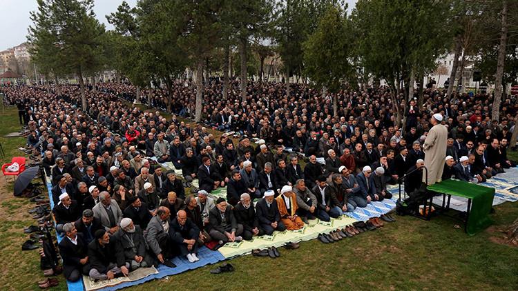 La oración de viernes en Diyarbakir. 4 de marzo de 2016.