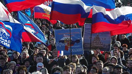 Celebrando el aniversario de la reunificación en la plaza Najímov en Sebastopol