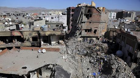 Un edificio destruido en los enfrentamientos entre las fuerzas de seguridad turcas y militantes kurdos en la ciudad de Cizre, Turquía