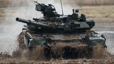 Un carro de combate T-90 unas maniobras